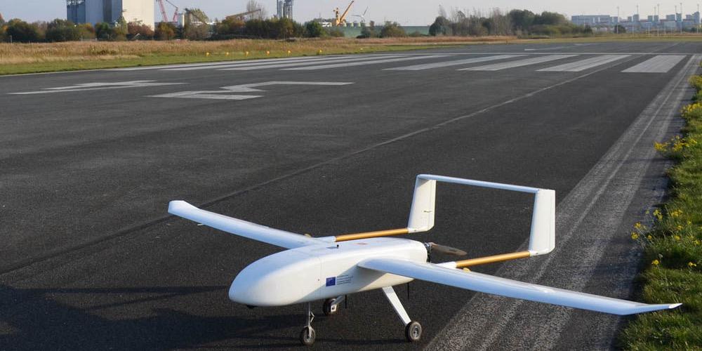 UAV Drohne auf Landebahn